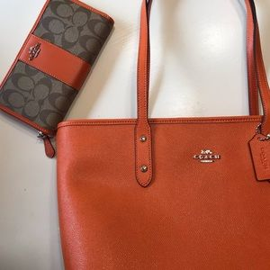 NWT Coach Wallet & Zippered Tote leather large